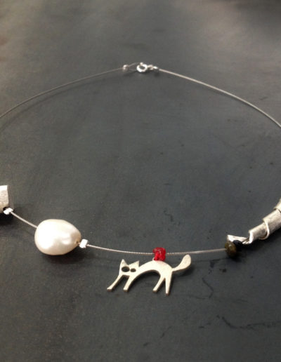 Kitty slim pearl necklace