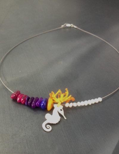 Seahorse slim pearls necklace